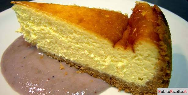 New York cheesecake con salsa di banana e mirtilli